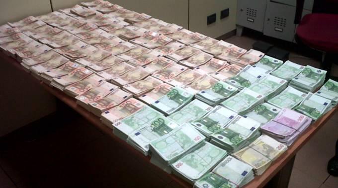 Fiumicino 300 mila euro sotto al materasso scomparsi ma - Soldi contanti a casa ...